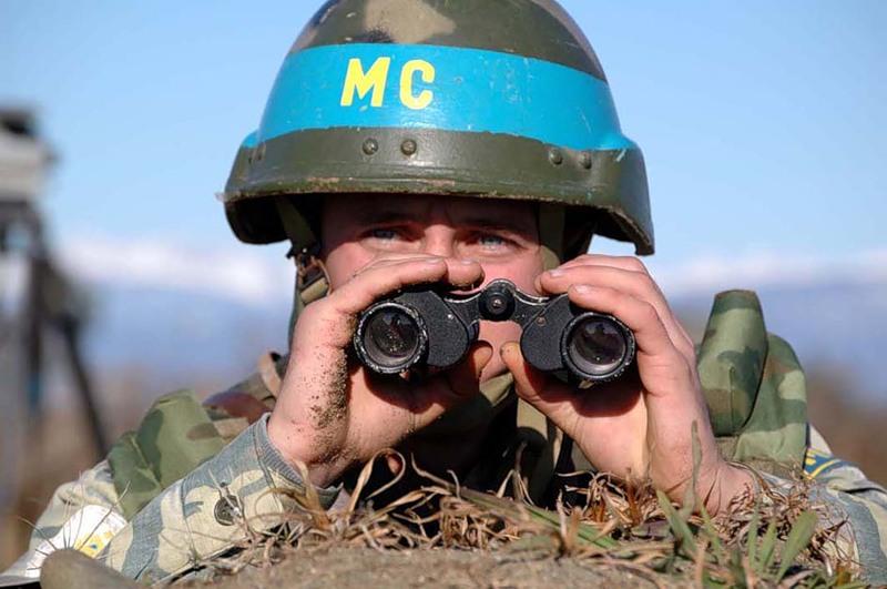 Глава Минобороны Армении отметил слаженную работу российских миротворцев