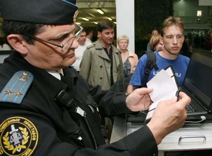 Что делать не выпускают за границу штраф