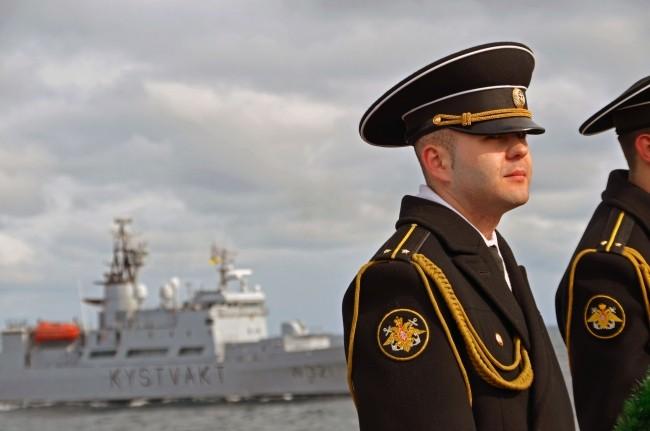 фото молодой капитан корабля из норвегии будет снимать вешать