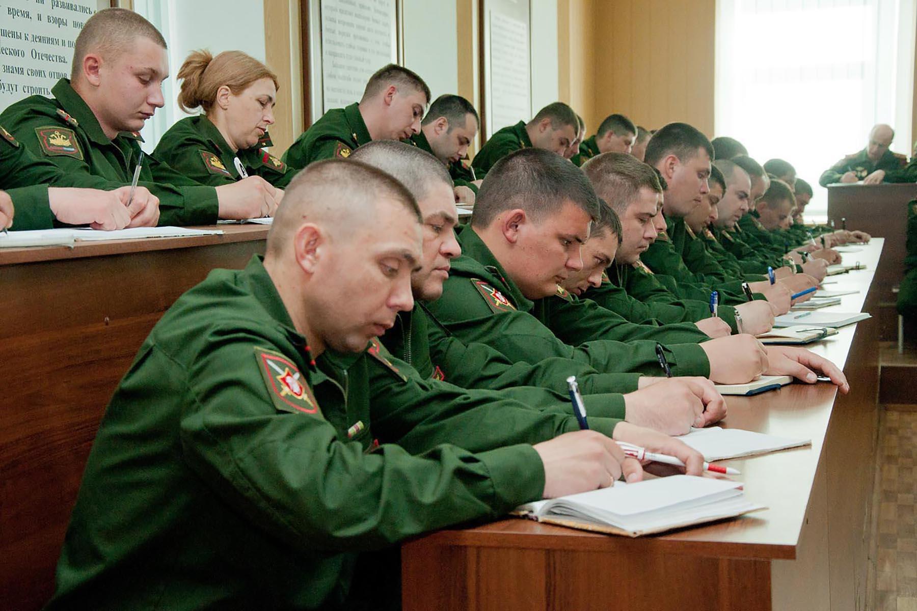 фото занятий с офицерами в армии гибрид меня