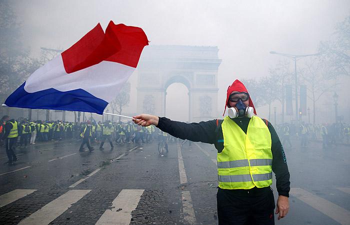 Картинки по запросу желтые жилеты франция