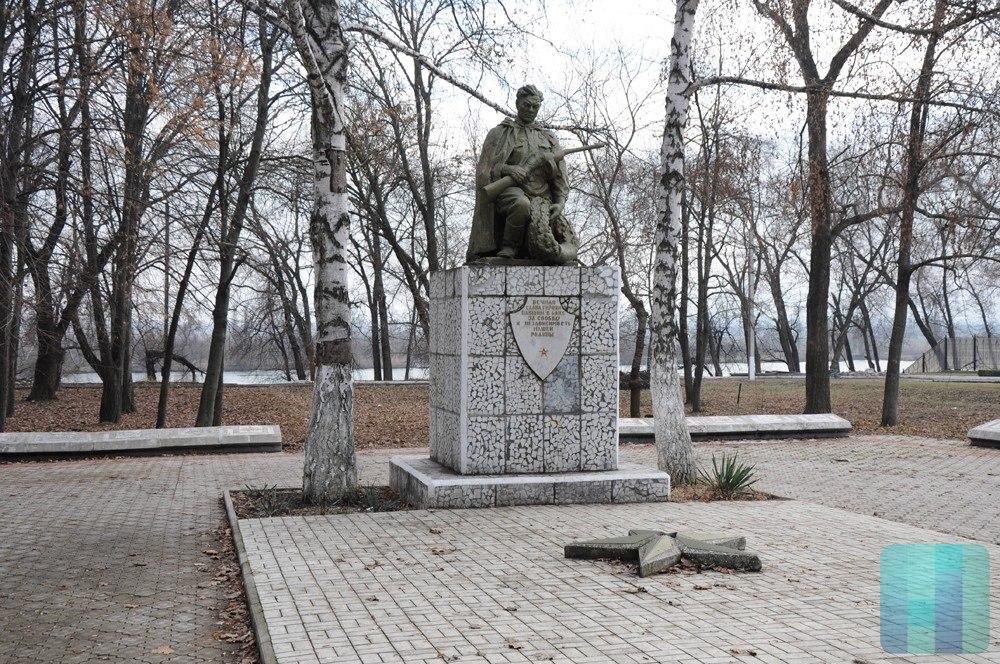 памятник на закрепить фотографию