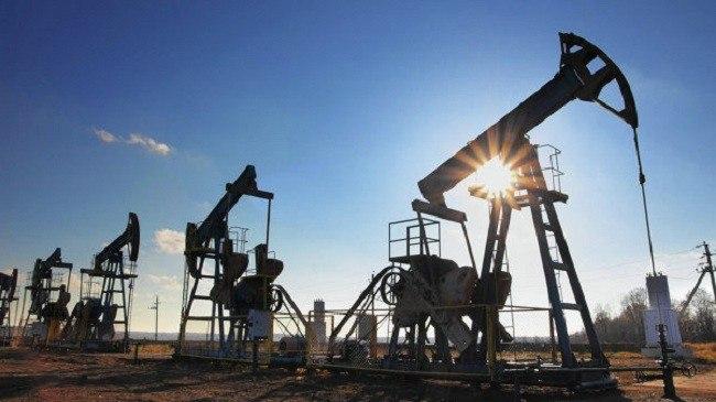 Цена нефти Brent установилась ниже 44долл. забаррель