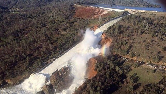 Угроза прорыва плотины вКалифорнии: эвакуированы 200 000 человек