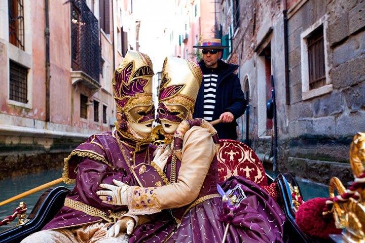 ВВенеции стартует ежегодный карнавал