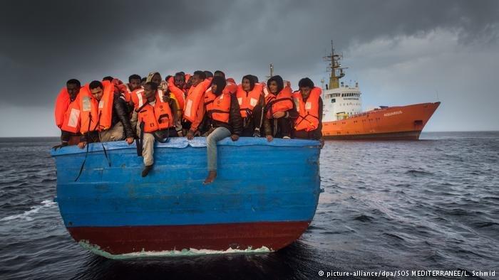Засутки вСредиземном море удалось спасти 1300 мигрантов