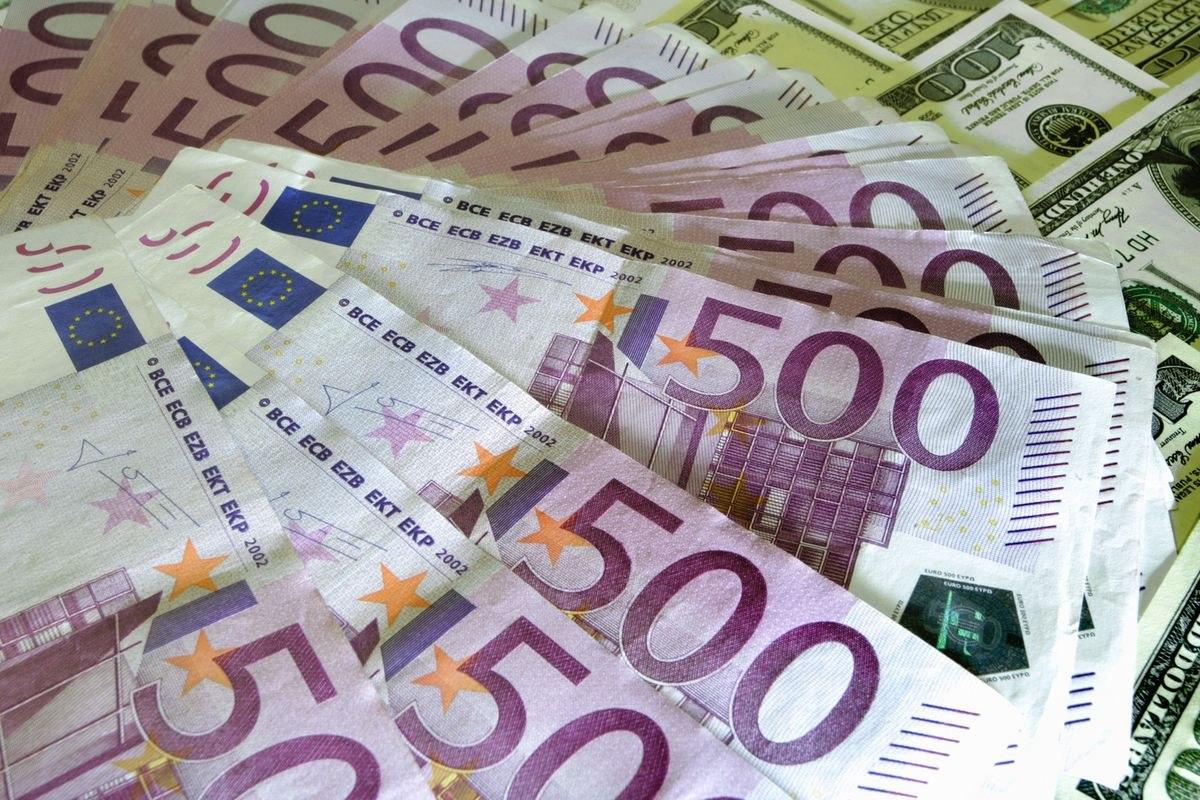 Госдолг Франции вырос доисторического максимума, составив 2,21 трлн евро