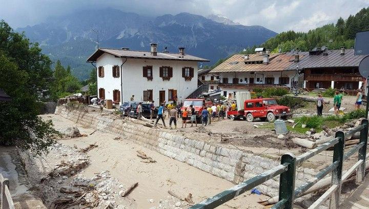 Пассажирский поезд из-за оползня сошел срельсов насевере Италии