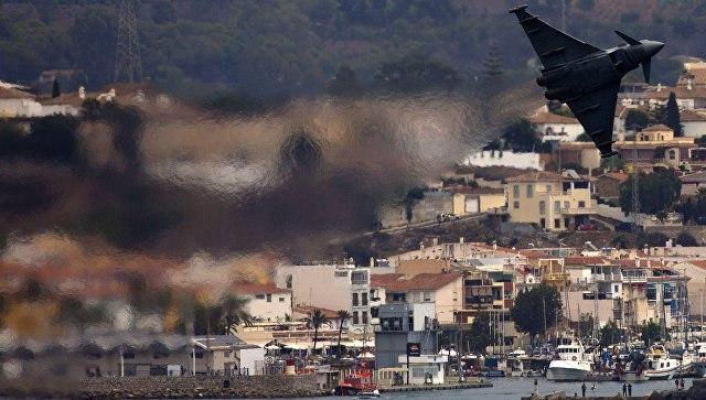Размещены кадры крушения военного истребителя вИспании