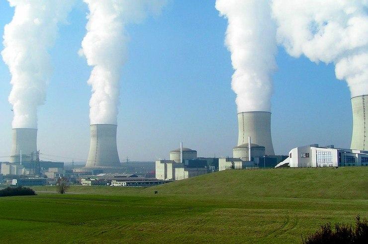 Активисты Greenpeace устроили салют нафранцузской АЭС