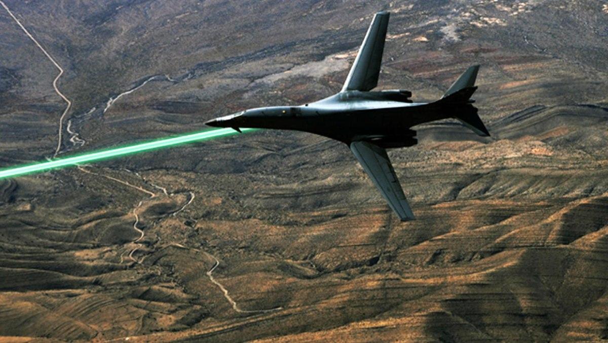Пентагон планирует испытать истребители слазерным оружием к 2021