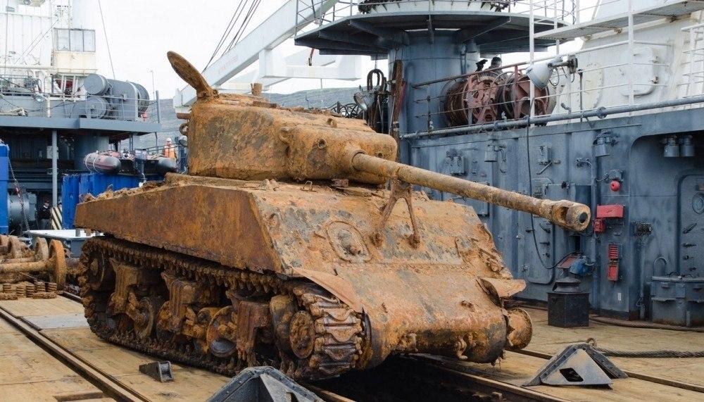 ВЛенобласть привезли поднятый сзатопленного сухогруза танк «Шерман»