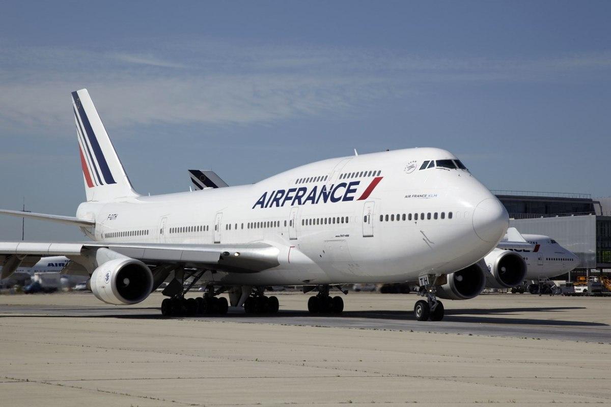 Работники  Air France устроили забастовку, добиваясь поднятия  заработной платы