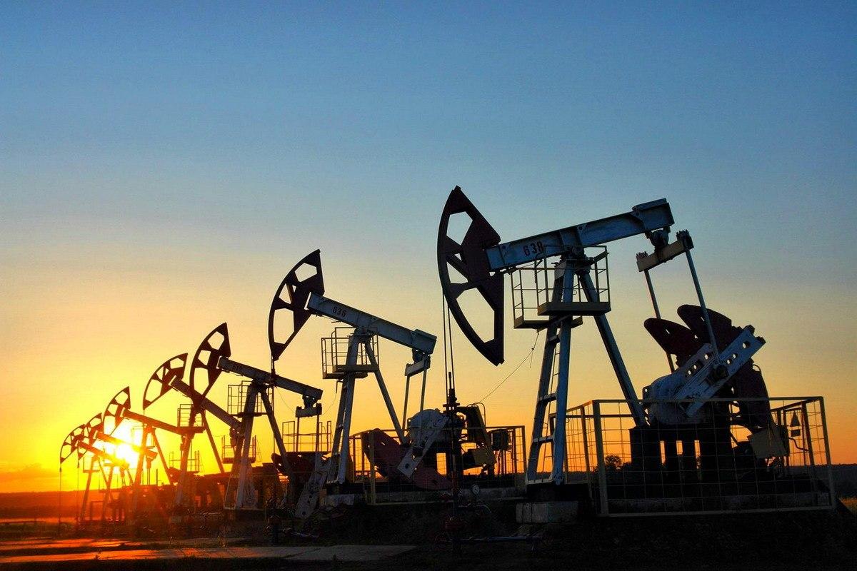Нефть Brent торгуется около $45, WTI— выше $42 забаррель