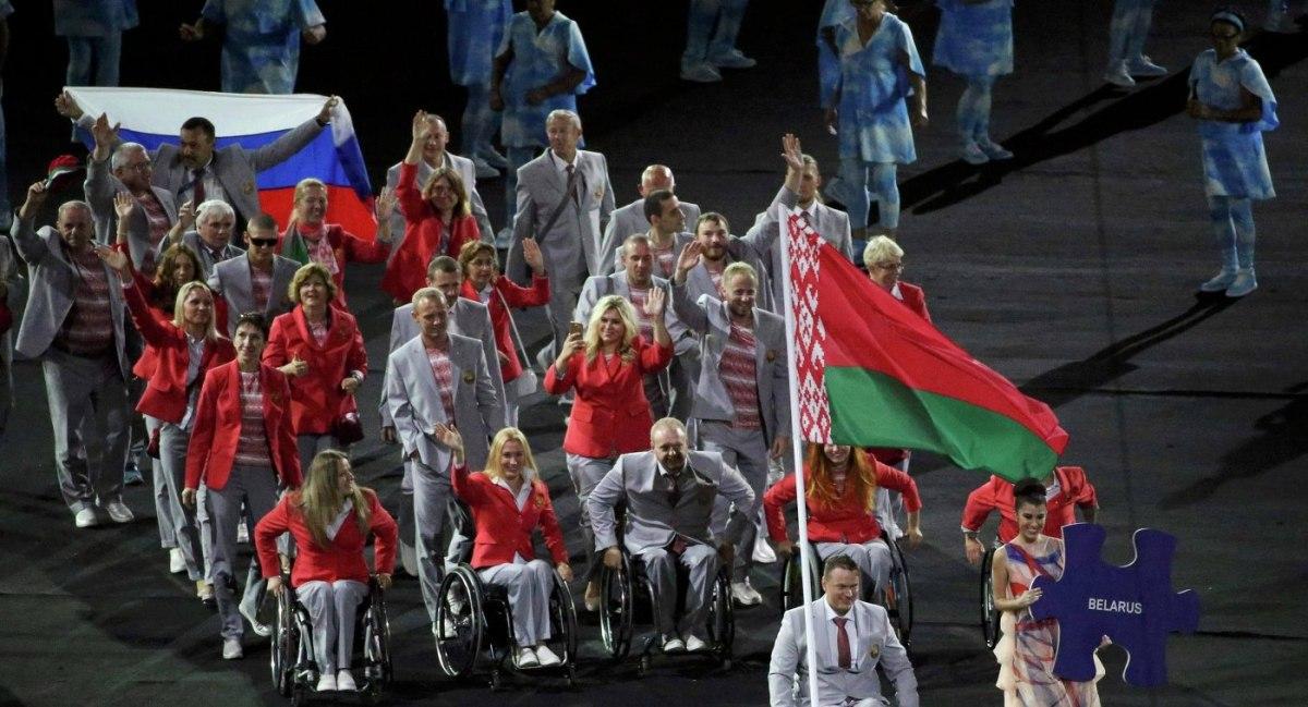 Белорусский спортсмен, вынесший флаг РФ наоткрытии Паралимпиады, поступил по-мужски— МИД