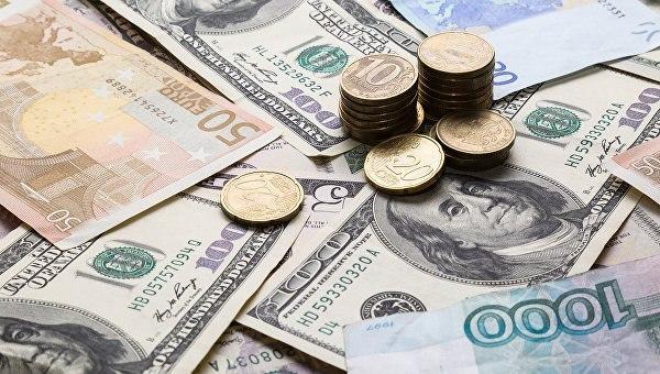Курсы доллара иевро судорожно отреагировали наснижение основной ставкиЦБ