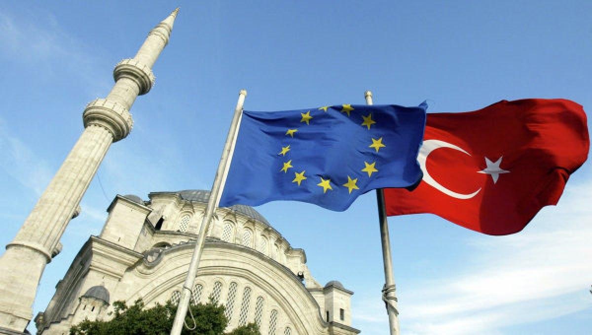Турция настаивает навведении безвизового режима сЕС