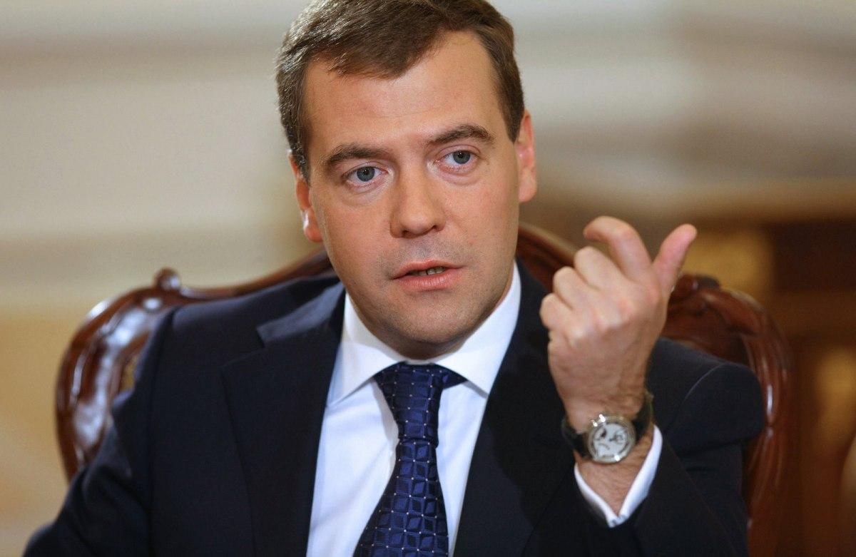 Медведев назвал сумму задержанных зарплат вРФ