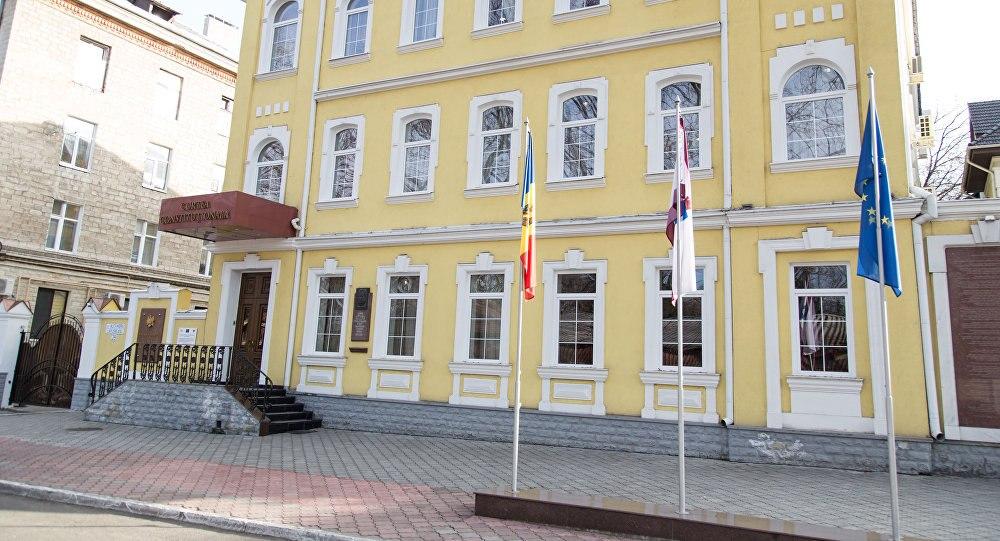 Конституционный суд Молдовы временно отстранил президента отдолжности