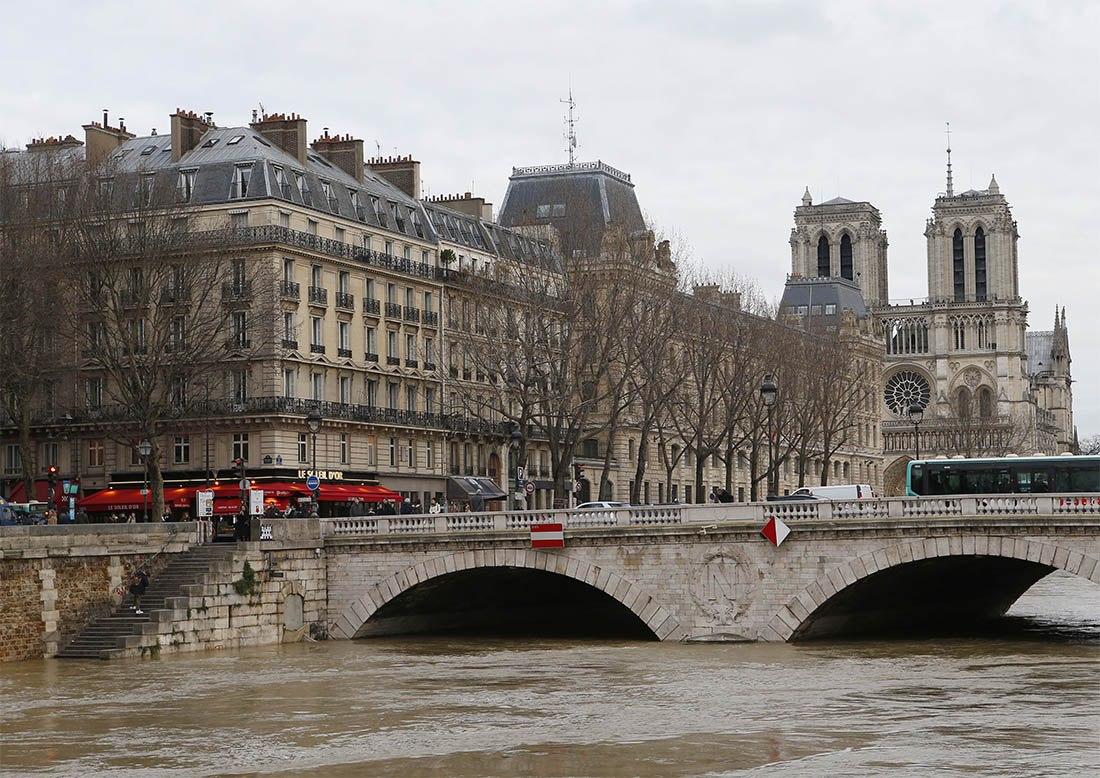 Уровень воды вСене достиг пика— Париж под водой