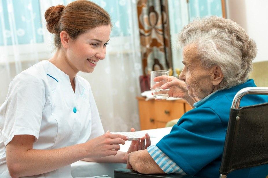 В Российской Федерации  обучат особых  медсотрудников  для помощи пожилым