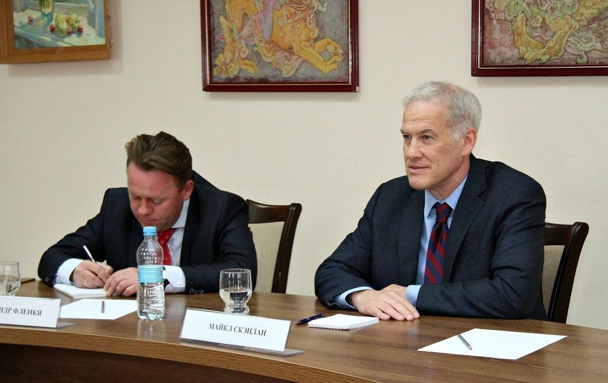 Парламент Молдавии утвердил декларацию овыводе русских миротворцев