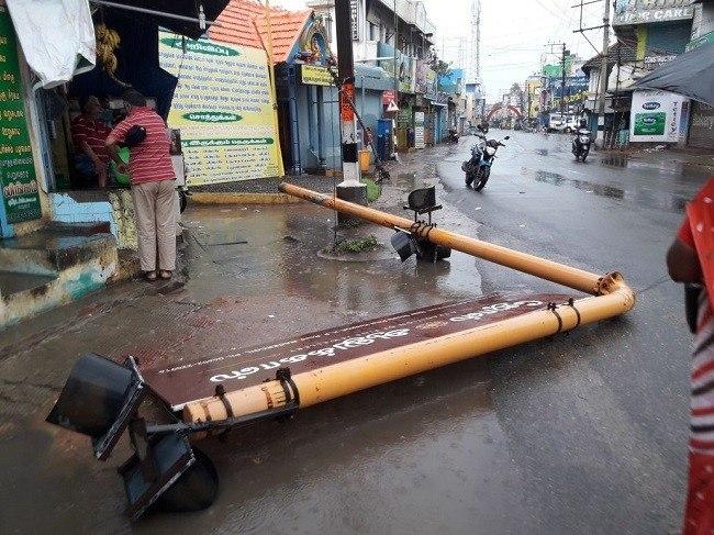 Число погибших циклона «Окхи», обрушившегося наИндию, возросло до39