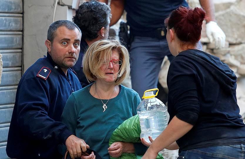 В итоге землетрясения вИталии погибли неменее 14 человек