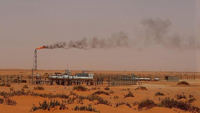 Нефть дешевеет нафоне данных позапасам сырья вСША