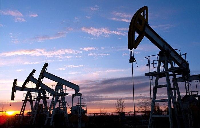 Нефть растет вцене нафоне сокращения курса доллара США