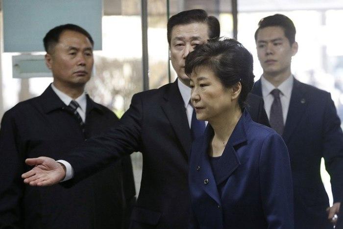 Картинки по запросу Власти Южной Кореи задержали бывшего президента Пак Кын Хе